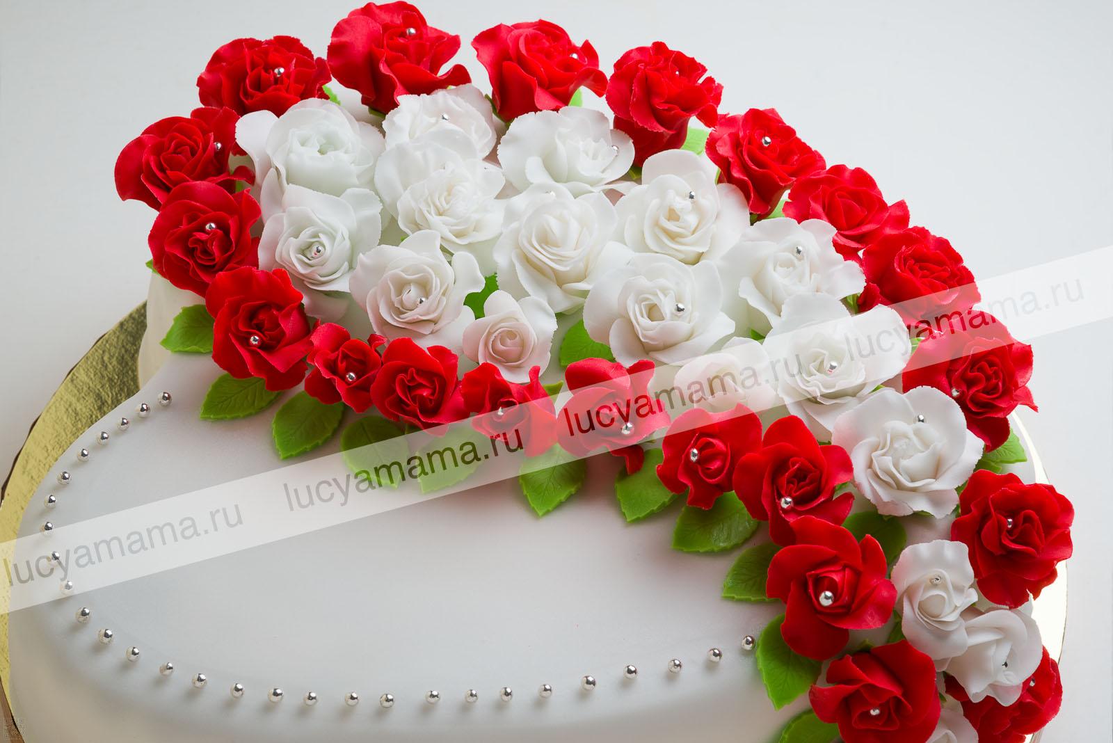 """Торт \""""Сердце\"""" с розами"""