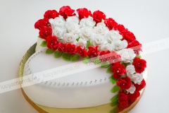 """Торт """"Сердце"""" с розами"""