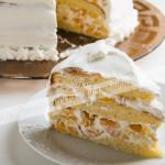 бисквитный, торт, персик, взбитые сливки, нарезанный, кусок