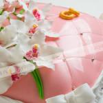 торт, свадебный торт, мастика, цветы, орхидеи, подушка, крупный план